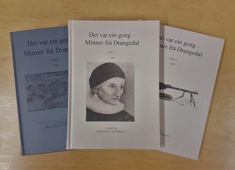 Bilde av bok nummer 9. 12 og 13